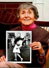 Memoria per Greta Zimmer Friedman, un bacio iconico