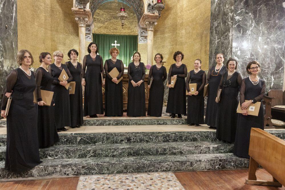 """Memoria per Il coro Hildegard von Bingen in """"CARITAS ABUNDAT IN OMNIA"""" a Lentate sul Seveso"""